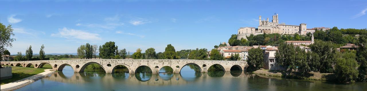 Carcassone in Languedoc-Rousillion in Frankreich ist perfekt für einen Urlaub im Juni oder Juli.