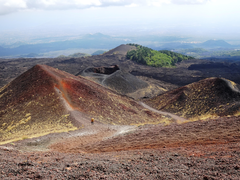 Der Etna ist mit die interessanteste Sehenswürdigkeit Siziliens.