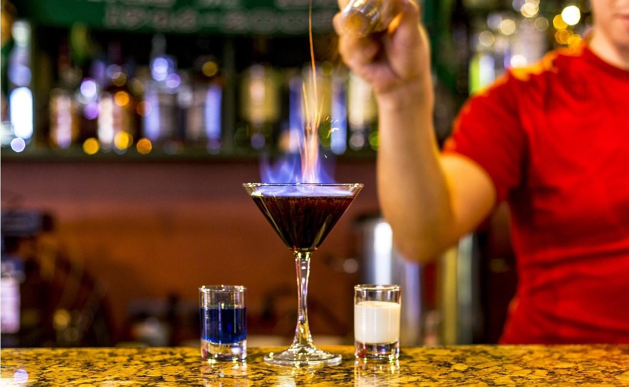 Ein Barkeeper Kurs in Gelben Haus ist eine coole Indoor Aktivität in Nürnberg.