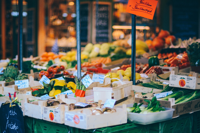 Der Wochenmarkt in Nürnberg in St Johannis ist schön.