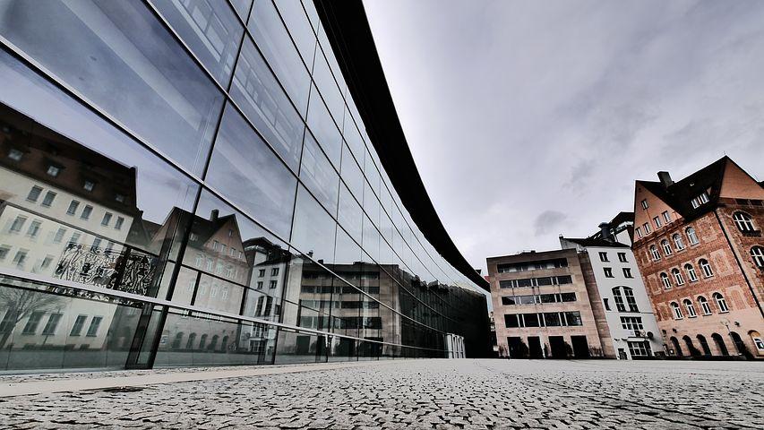 Im Neuen Museum in Nürnberg finden Workshops zur Kunst statt.