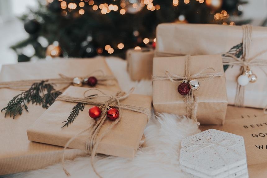 Geschenke für Weihnachten kannst du lokal einkaufen.