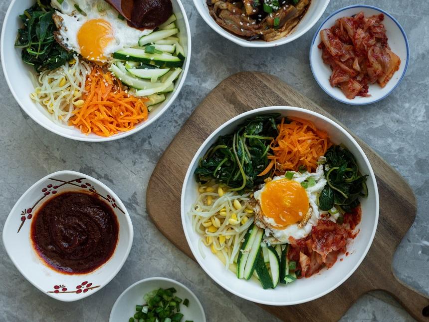 Bibimbap ist leckeres, koreanisches Essen aus der Bowl.