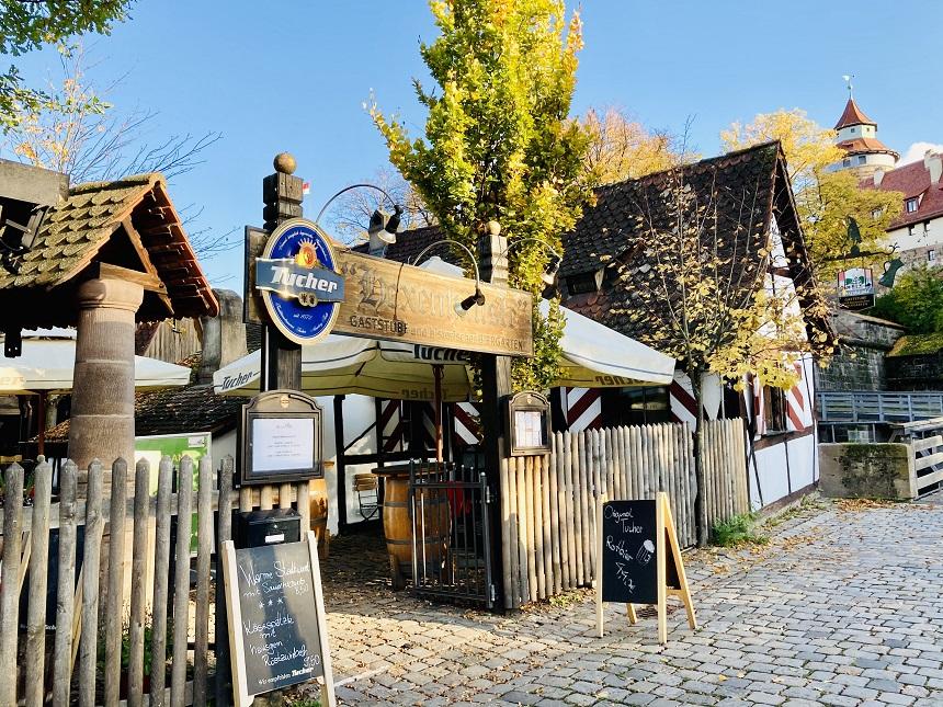 Im Hexenhäusle in Nürnberg könnt ihr Schäufele bestellen.
