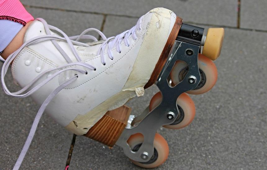 Mit Inline Skates an der Pegnitz in Nürnberg.