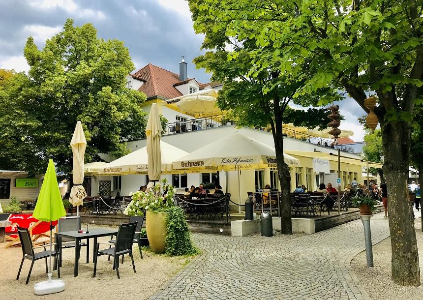Der Guttmann Biergarten bietet Public Viewing zur EM 2021.