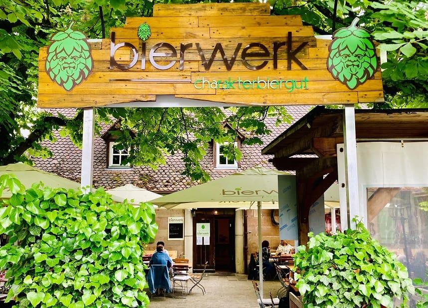 Der Biergarten des Charakterbierwerks in Nürnberg Eberhardshof.