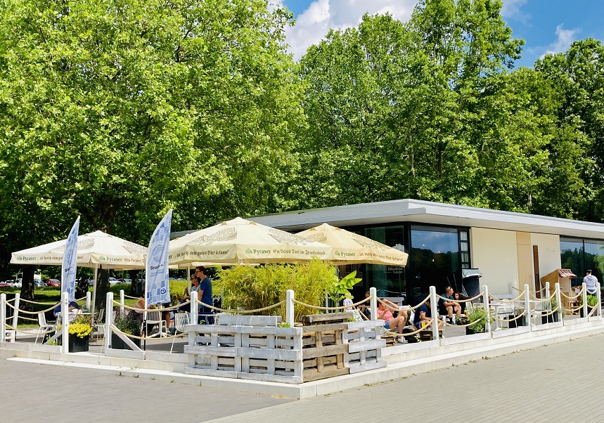 Das Café Strandgut in Nürnberg am Wöhrder See.