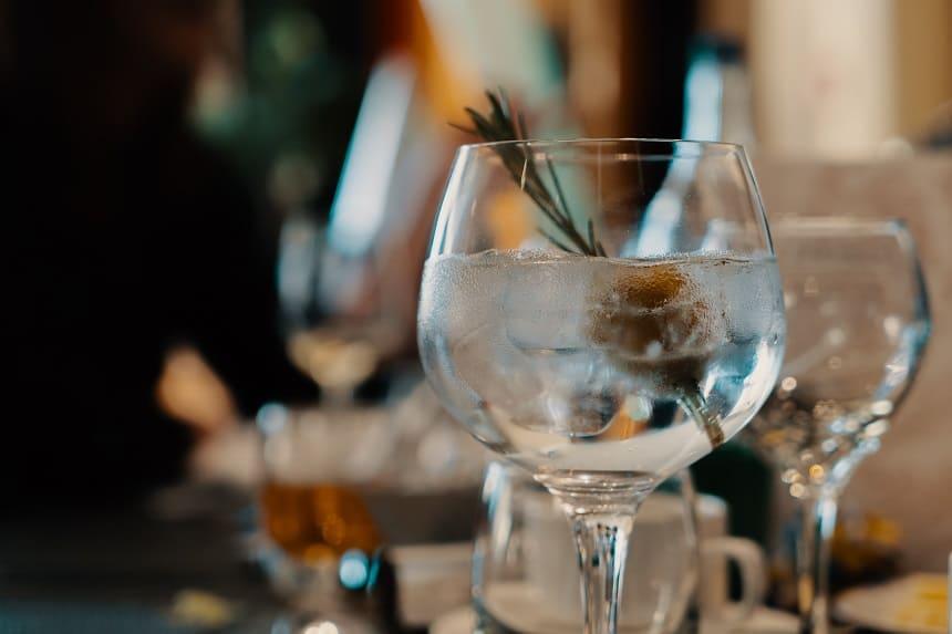 Die Gin and Julep Bar in Nürnberg serviert Gin Tonic.