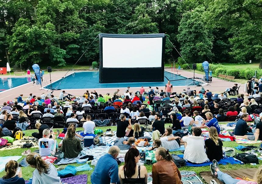 Open Air Kino im Naturgartenbad in Nürnberg.